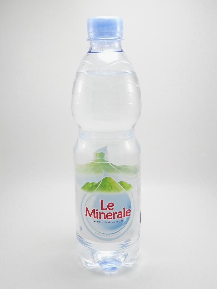Minum Air Mineral Untuk mengembalikan cairan tubuh