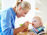 Bunda, Simak Dulu Beberapa Hal Berikut, Sebelum Memberikan MPASI Pada Si Kecil